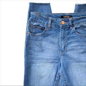 Refuge Raw Hem Medium Wash Denim Jeans Size 4